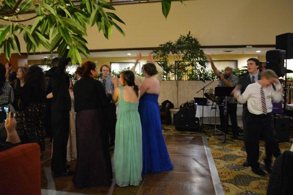 volunteers-dancing